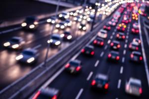 Für den Mindestabstand auf der Autobahn gilt: Abstand gleich halber Tacho.