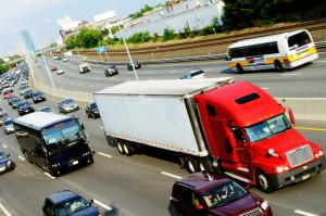 Das bunte Treiben auf der Autobahn kann Fahranfänger leicht verunsichern.