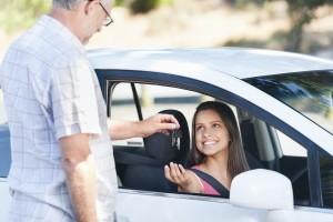 Endlich alleine fahren: In der Probezeit müssen Fahranfänger besonders aufpassen.