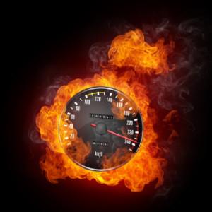 Eine Geschwindigkeitsüberschreitung kann schlimme Unfälle zur Folge haben.