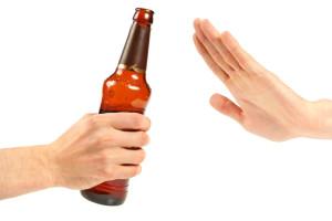 Alkohol am Steuer ist tabu: In der Probezeit müssen Sie sich an die Null-Promille-Grenze halten.