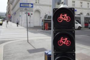 Auch Fahrradfahrer können Punkte bekommen, wenn Sie eine rote Ampel überfahren.