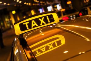 Seit 2014 gibt es die Anschnallpflicht für Taxifahrer.