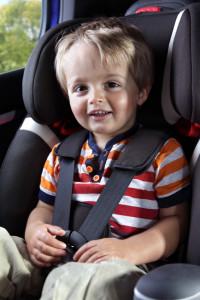 Kinder auf dem Beifahrersitz? Kein Problem, solange Sie die Gurtpflicht beachten.