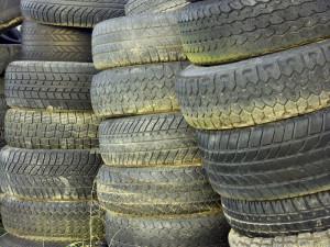 Bei Ihrem Reifenhändler können Sie abgefahrene Reifen entsorgen.