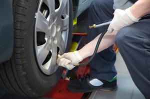 Mit dem richtigen Reifendruck verbrauchen Sie weniger Sprit.
