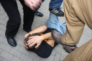 Im Strafgesetzbuch wird eine Körperverletzung genau definiert.