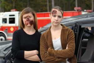 Ein Autounfall und eine fahrlässige Körperverletzung stehen oft im Zusammenhang.