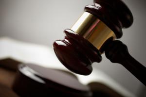 Vorsätzliche einfache Körperverletzung wird strafrechtlich nur verfolgt, wenn das Opfer Anzeige erstattet.