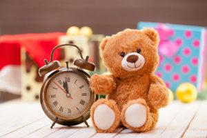 Laut einer Definition aus dem Jugendschutzgesetz gelten je nach Alter andere Uhrzeiten, wie lange junge Menschen ausgehen dürfen.
