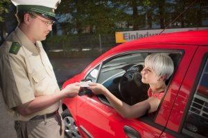 Droht ein Fahrverbot? Ein Rechtsanwalt in Kiel, spezialisiert aufs Verkehrsrecht, kann Sie beraten.