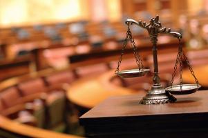 Bei einem Einspruch gegen den Bußgeldbescheid können sich die Kosten für einen Anwalt gerade vor Gericht bezahlt machen.