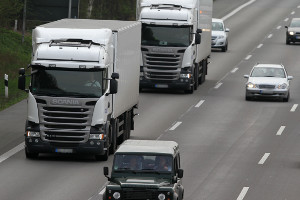 Bei einem LKW-Unfall auf der Autobahn müssen ggf. besondere Vorschriften beachtet werden.