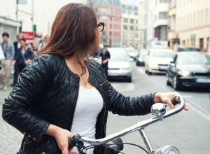Tödlicher Fahrradunfall: Befinden sich Radfahrer im toten Winkel, werden sie schnell übersehen.