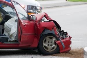 Verhalten nach einem Unfall: Sind Personen verletzt oder ist der Schaden groß, müssen Sie die Polizei rufen.