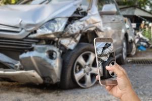 Unfallhergang: Eine Skizze oder Fotos sind für die Veranschaulichung förderlich.