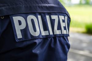 Nach einem Unfall mit dem Bus kann die Polizei bei der Klärung der Schuldfrage behilflich sein.