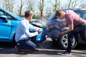 Nach einem Unfall bleibt die Schuldfrage ungeklärt: Was ist zu tun?