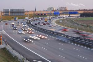 Vom Autobahn-Blitzer ertappt: Der Rechner unterscheidet zwischen innerorts und außerorts.