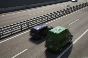 Auto-Sicherheitsabstand: Auch beim Überholen dürfen Sie den Sicherheitsabstand nicht unterschreiten.