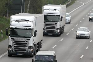 Lkw: Welchen Mindestabstand müssen größere Fahrzeuge einhalten?