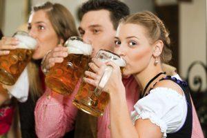 Alkohol am Steuer: Für unter 21-Jährige die keine Probezeit mehr haben, gilt ebenso Alkoholverbot.