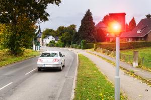 An wen geht der Strafzettel? Mit dem Firmenwagen geblitzt zu werden, hat für den Fahrer Konsequenzen.